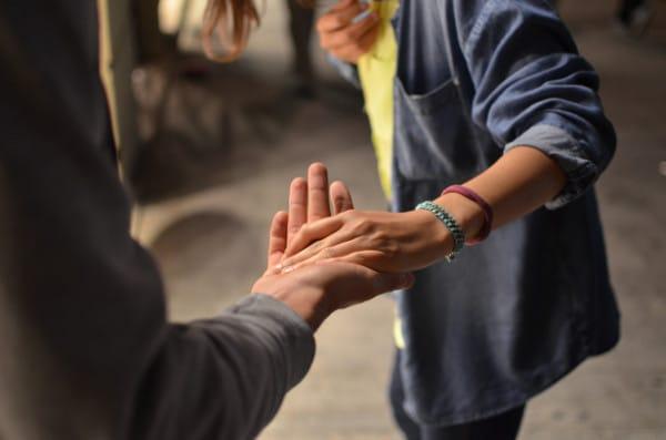 Handen in elkaar - Symbool van mediation bij echtscheiding