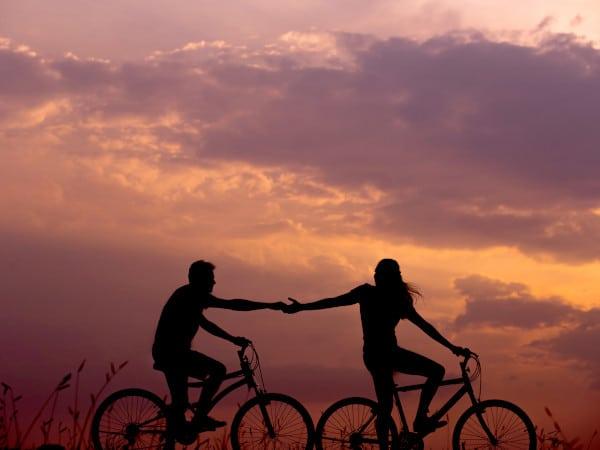 Echtpaar geeft en neemt - symbool van partneralimentatie